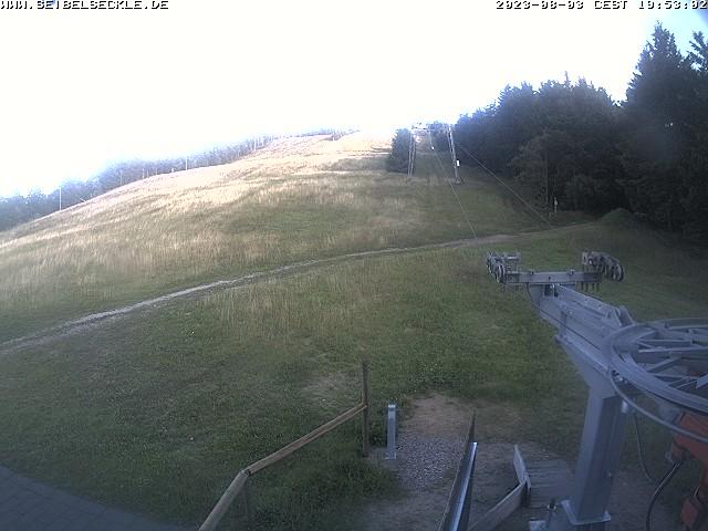 Blick auf den Skihang und den Skilift Seibelseckle